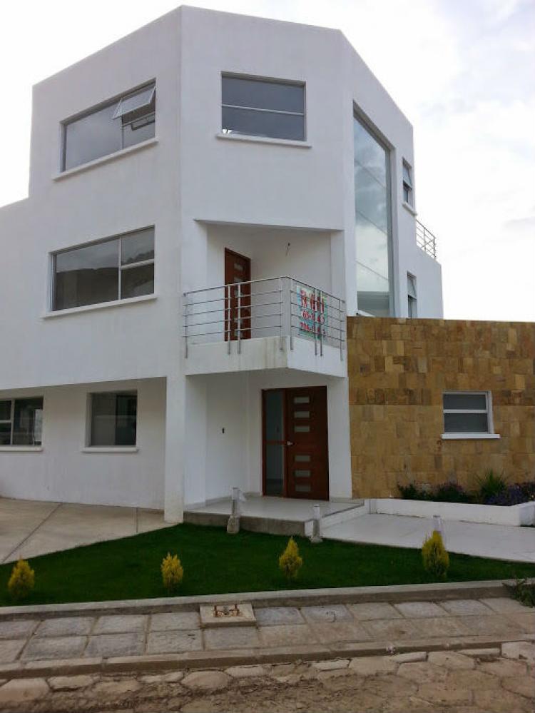 Casa en condominio zona sur cav558 for Casas minimalistas la paz bolivia