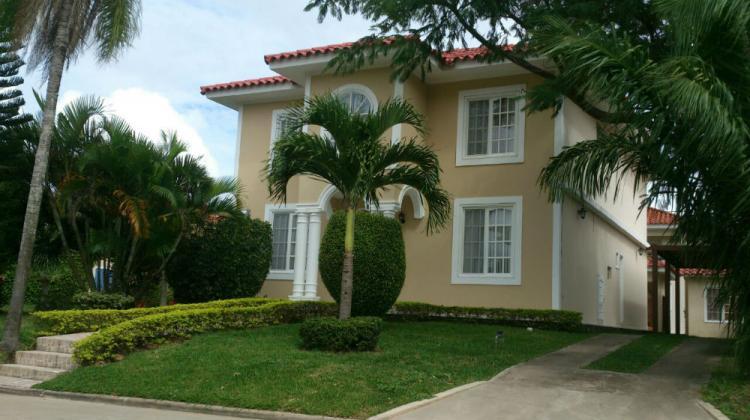 Vendo amplia y hermosa casa en condominio jardines del urubo 1 cav1574 - Casa santa cruz ...
