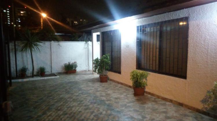 Casa remodelada en barros luco con coyhaique el llano for Casas en chile santiago