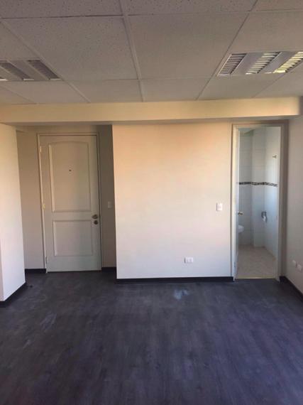 Oficina casa en providencia a paso del metro manuel montt for Arriendo oficina providencia