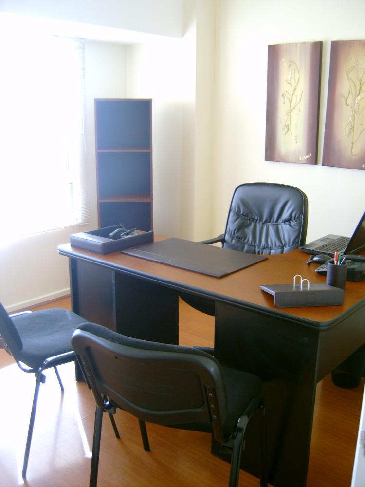 Arriendo oficinas santiago centro para abogados ofa9879 for Imagenes de oficinas de lujo