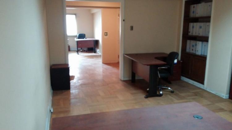 Venta Gran Oficina 163 mt.2, ubicada cerca Plaza de Armas, Amoblada