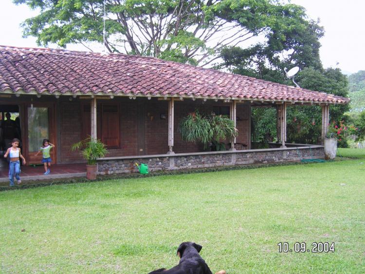 Finca cinco cuadras dos casas 75 plana fiv21663 for Casas en remate pereira