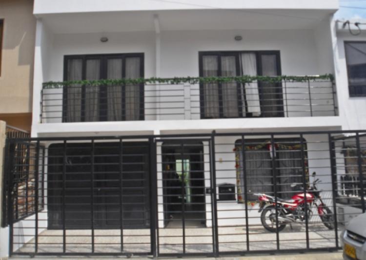 Se vende casa amplia en el barrio departamental cav43856 for Fachadas de casas de barrio