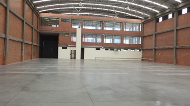 Arriendo bodega en parque industrial Bogotá 2800 m2