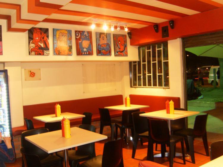Excelente restaurante de comida rapida la mejor ubicacion for Sillas para local de comidas rapidas