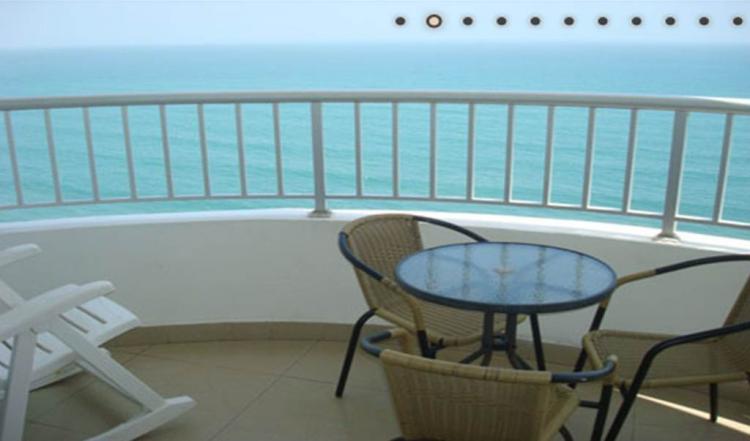 Fotos de alojamiento en apartamento con piscina frente al for Alojamiento con piscina