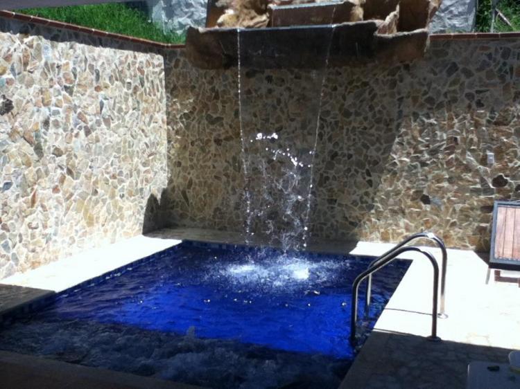 Caba a con piscina cascada jacuzzi y turco en for Piscinas con jacuzzi y cascada