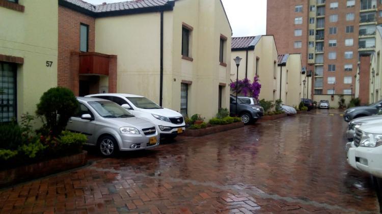 Vendo casa conjunto amplia remodelada 3 alcobas estudio for Apartamentos en arriendo bogota ciudad jardin sur