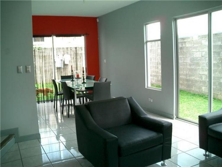 se vende linda casa en condominio en Heredia, exelente precio CAV210
