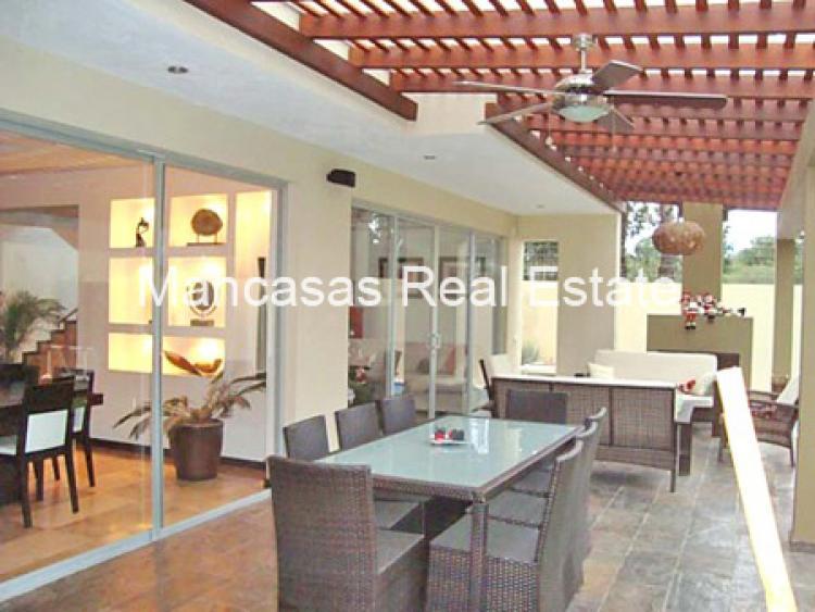 Lujosa casa estilo minimalista de venta en tumbaco cav6107 for Venta casa minimalista df