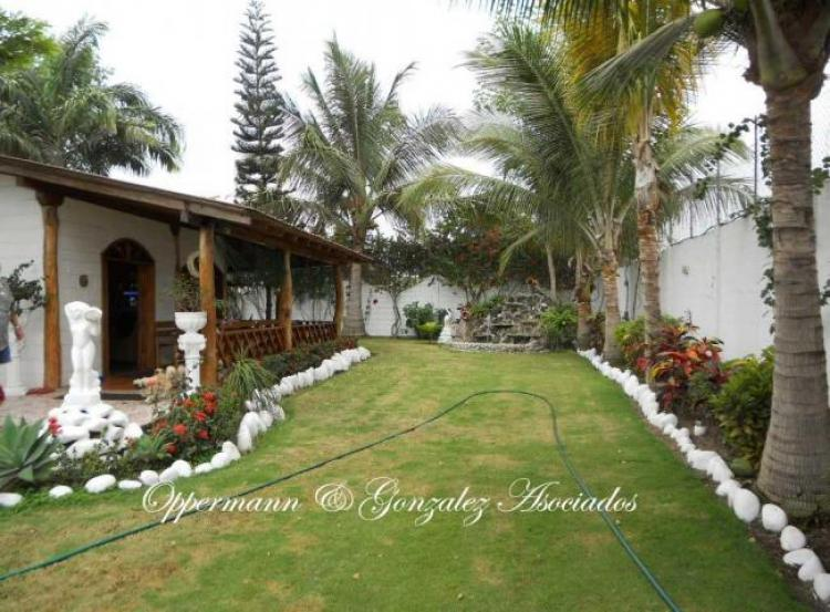 casa con 3 anexos y jardin bonito en venta en pedernales