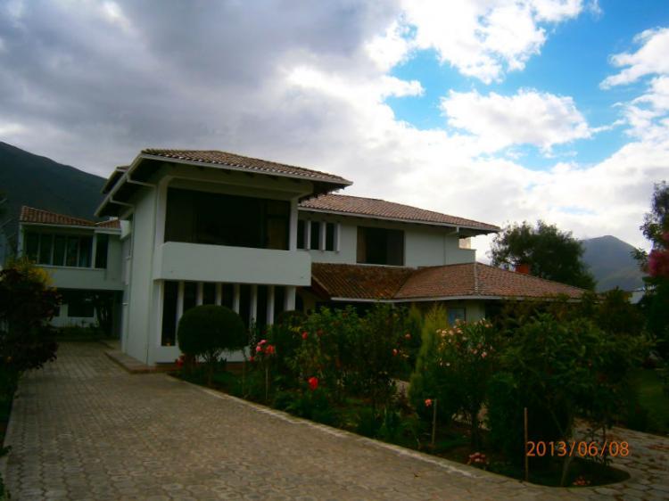 Hermosa casa en el norte de quito amplio terreno con - Casas en quito ecuador ...
