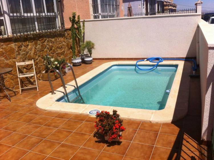 Chalet adosado con piscina privada chv9102 for Piscinas para chalets