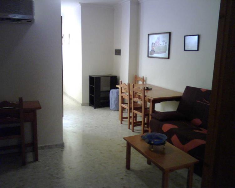 Apartamento en alquiler en sevilla triana 2 habitaciones for Alquiler de casas en triana sevilla