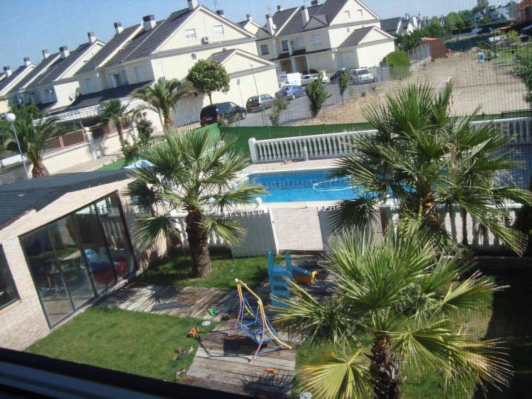 Chalet en alquiler en illescas 220 m2 4 habitaciones for Piscina cubierta illescas