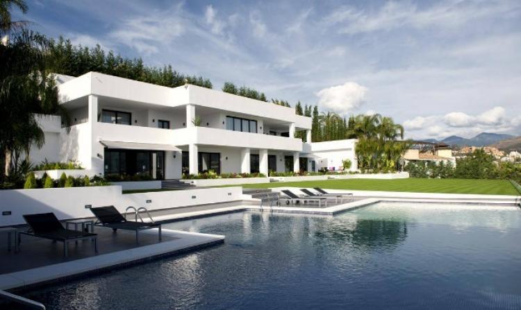 Villa de lujo en nueva andalucia viv9585 for Villas de lujo en madrid