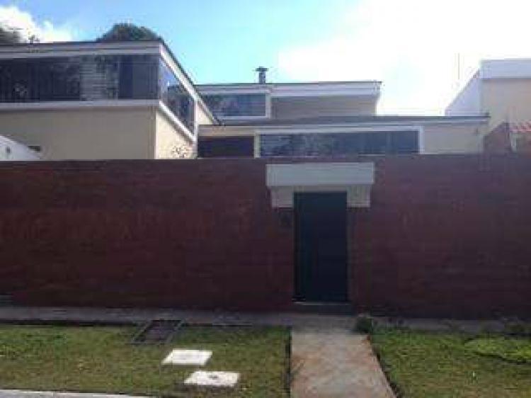 Vendo hermosa casa en la monta a zona 16 cav407 for Construccion de piscinas en guatemala