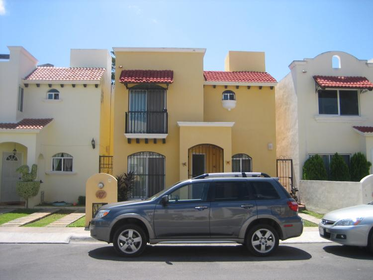 Hermosa y funcional casa en renta en residencial villas for Villas kabah cancun ubicacion