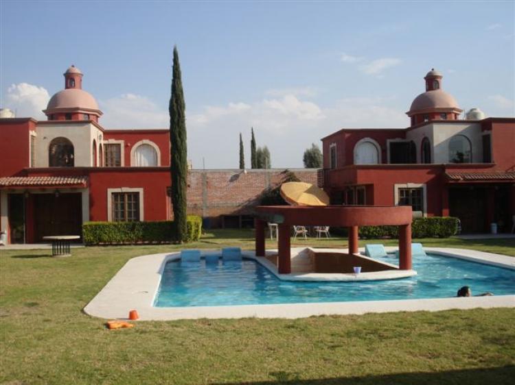 Se venden 2 casas estilo moderno mexicano en tequisquiapan for Casa moderno a