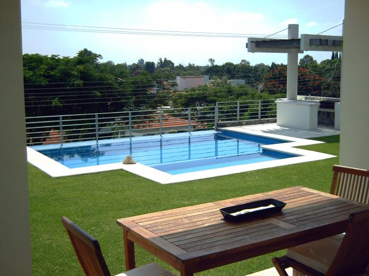 Lomas de cocoyoc la mejor casa estrenala alberca for Fotos de casas con jardin y alberca