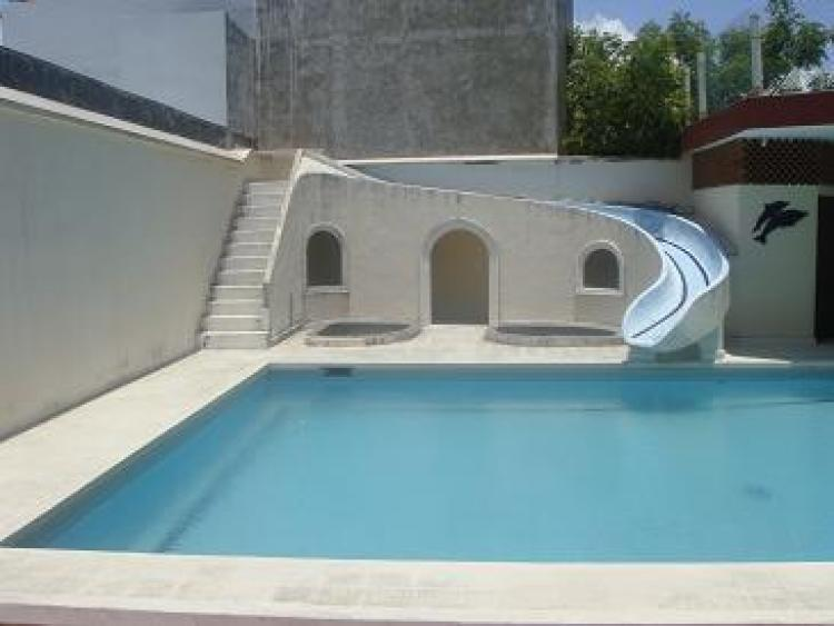 Amplia residencia con alberca en fracc costa de oro cav39648 for Casas pequenas con jardin y alberca