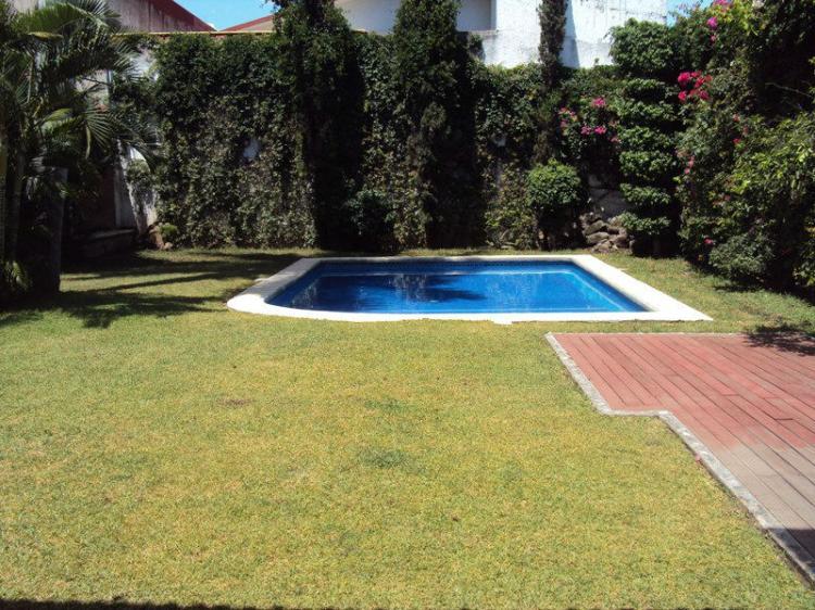 Burgos preciosa residencia amplio jard n y alberca for Alberca con jardin
