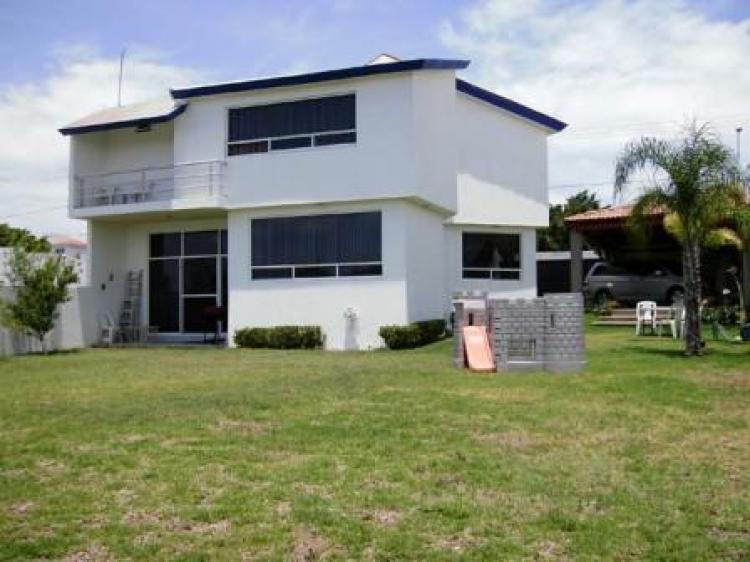 Villas de irapuato casa muy amplia cav66049 for Villas irapuato