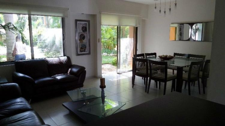 Casa amueblada estilo minimlista 3 recamaras conjunto con for Renta casa minimalista cancun