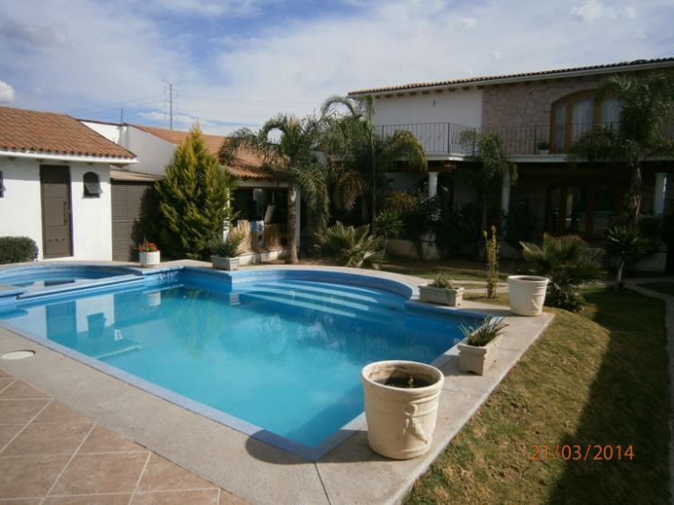 residencia con alberca y palapa excelente ubicacion cav53756