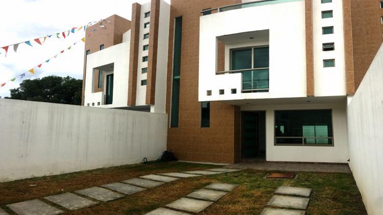 Casa con grandes espacios en 3 niveles y excelentes for Espacio casa online