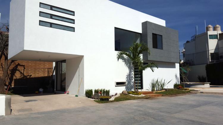 Nueva minimalista volcanes excelentes acabados privada for Casa nueva minimalista