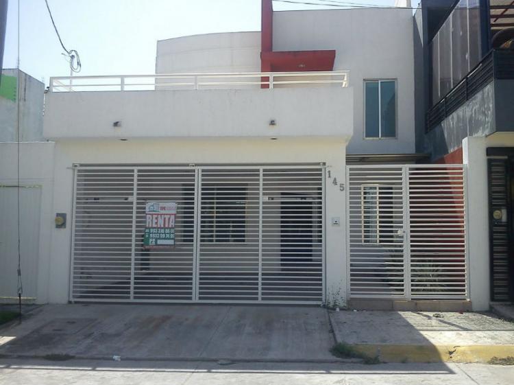 Casa en renta estilo minimalista en real del angel car102548 for Casa minimalista villahermosa
