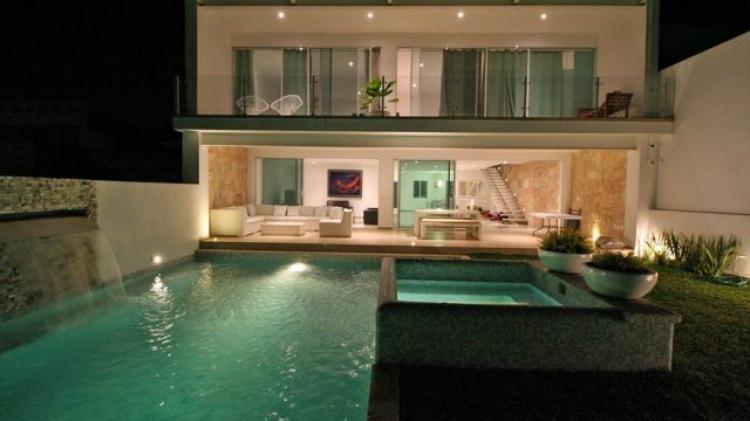 Casa estilo minimalista en fraccionamiento con seguridad y for Casa con jardin valencia