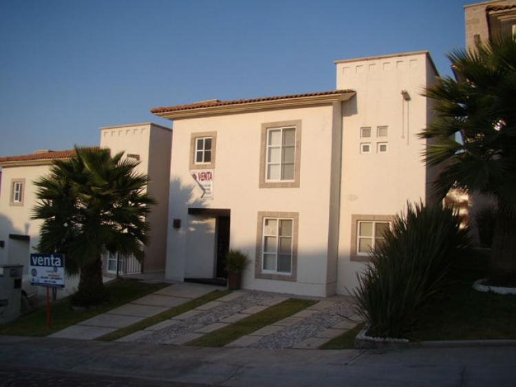 Casa moderna en la mejor zona de juriquilla cav101686 for Casas modernas juriquilla
