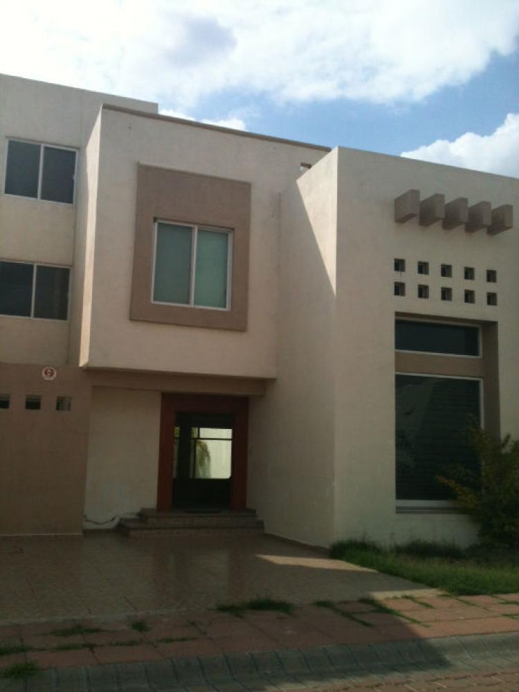 Amplia casa en renta o venta car63173 for Busco casa en alquiler