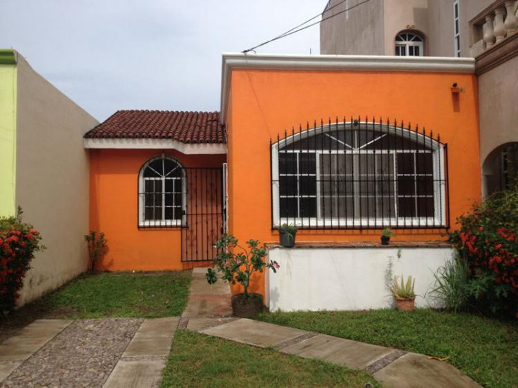 Rento casa 3 recamaras en coto privado car58930 for Casas en renta en colima