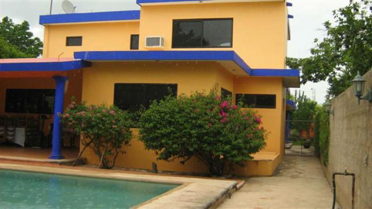 Casa tipo villa amueblada 3 habits piscina internet for Casa con piscina zona norte merida