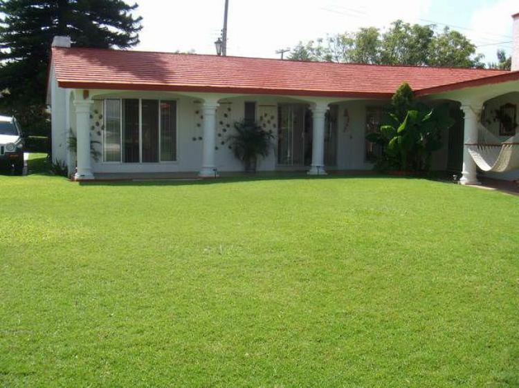 Casa de fin de semana en lomas de cocoyoc excelente for Alquiler de casa con piscina en sevilla fin de semana