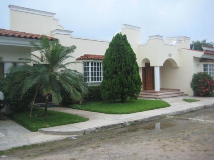 Rento hermosa mansion con alberca privada cat60129 for Casas en renta en colima