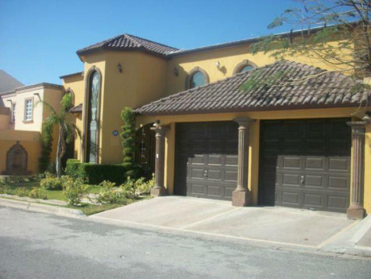 Bonita residencia en renta con alberca car77229 for Busco casa en renta