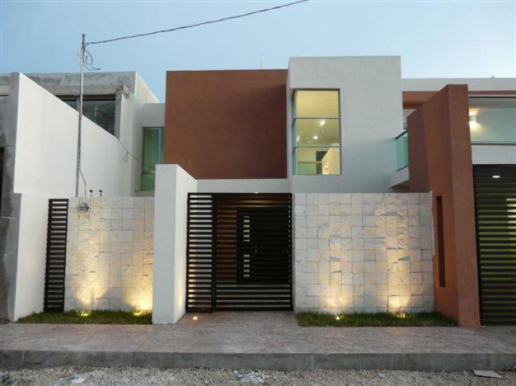 Residencia de lujo en zona norte cav14452 for Casa con piscina zona norte merida