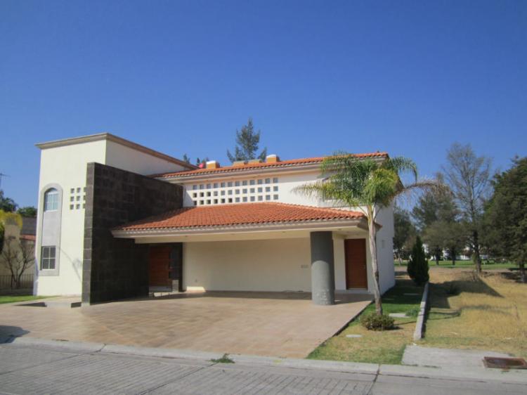 Muy bonita casa cav53858 for Casas en renta en celaya