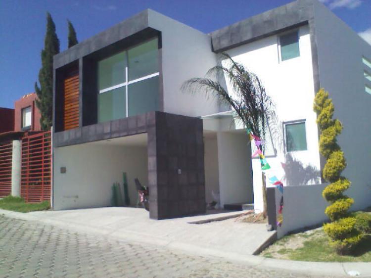 Casas estilo minimalista de lujo en fraccionamiento for Casa minimalista bosque