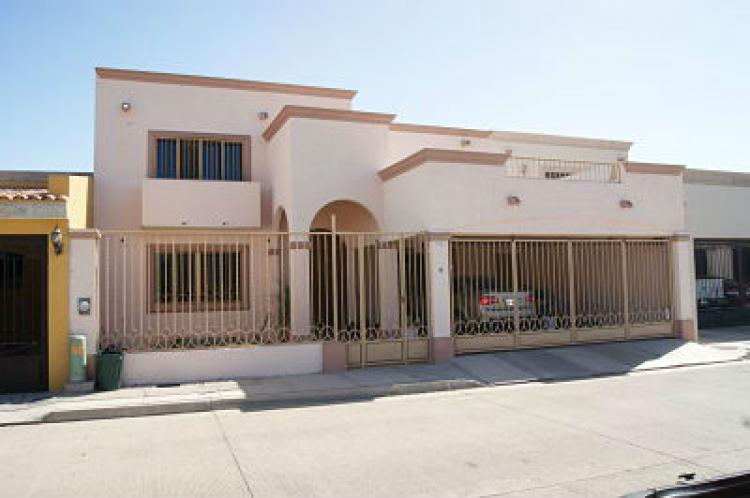 Amplia residencia en fracc los misioneros cav75399 for Casas en renta cd obregon