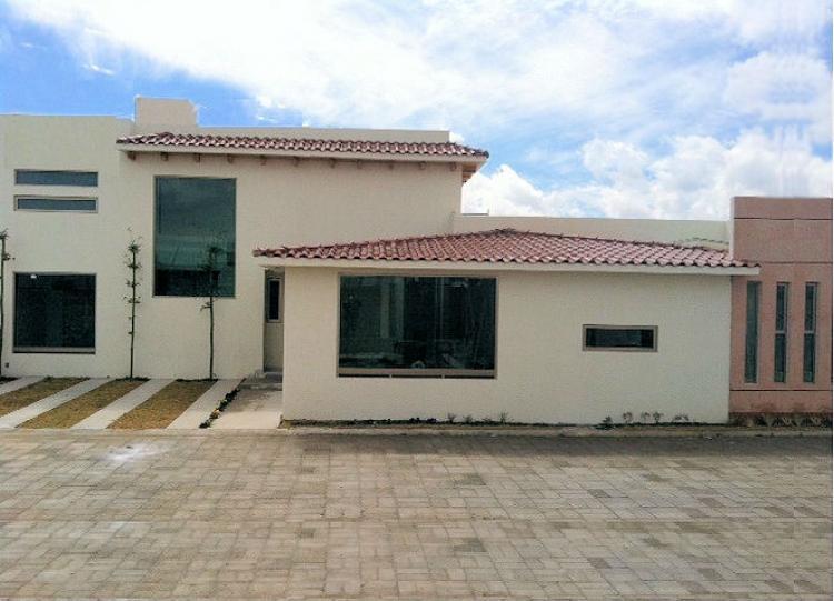 En metepec preciosa casa nueva estilo minimalista por la for Pisos para casas estilo minimalista