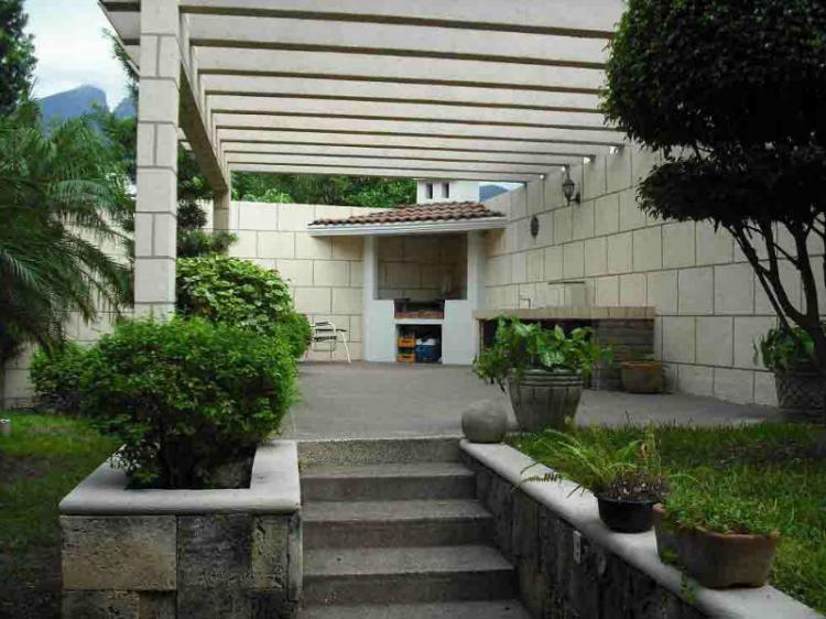 Del paseo residencial preciosa residencia en venta cav79475 for Casas en monterrey