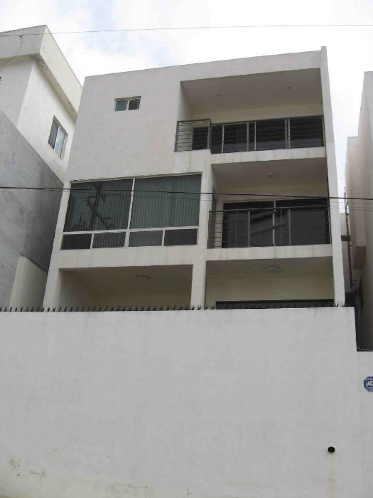 Pedregal la silla excelente casa de tres niveles en venta for Casas en monterrey
