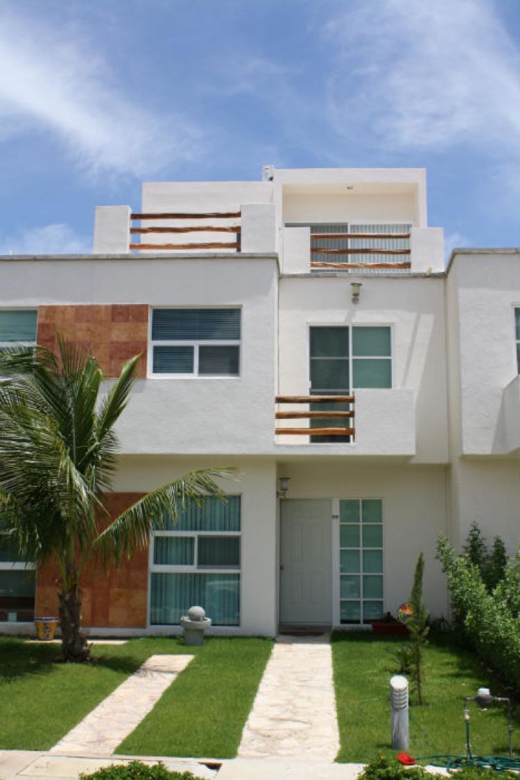 Hermosa casa 3 pisos en playa del carmen q roo tres for Casa minimalista 3 pisos