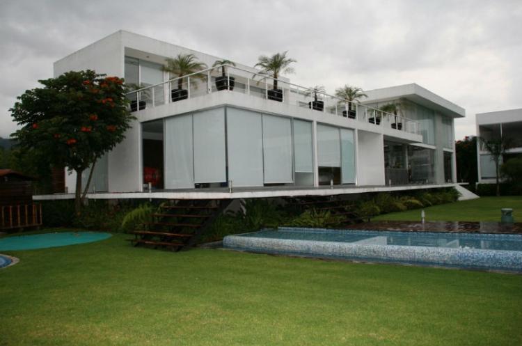 3015 super residencia en venta orilla del lago en valle de for Casas en valle de bravo